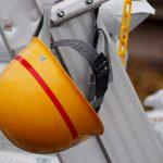 工事用ヘルメットが臭い!臭いを消す方法と清潔に保つコツ