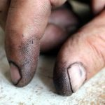 爪の間の汚れは雑菌だらけ!落ちにくい油汚れをきれいに落とす方法